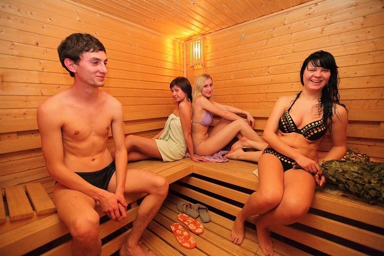 video-golie-telki-v-saune